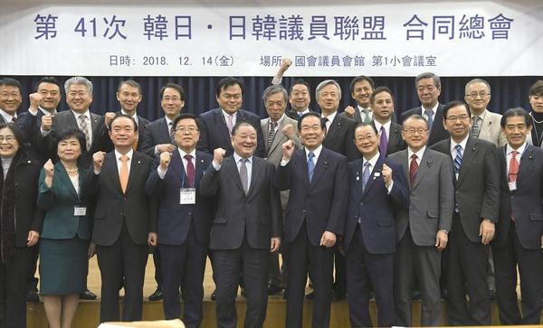 【速報】自民党議員さん、こっそり韓国を訪問した結果wwwwwwwwwwwwwwwwwwwのサムネイル画像