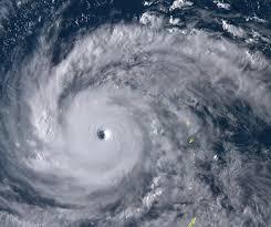 【速報】台風21号による「強風」に煽られたトラック、横転してしまう・・・(画像あり)のサムネイル画像