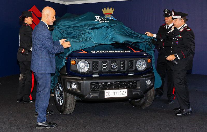 【車】イタリア国家憲兵隊、スズキ車導入へwwwwwのサムネイル画像