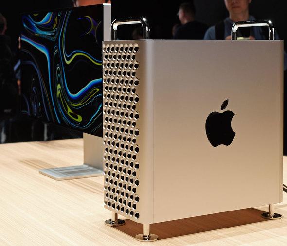"""【悲報】専門家「新型Mac Proを """"おろし金"""" と言う人は前頭葉が衰えてる!!!」→ その理由がwwwwwwwwwwwwwwwwwwwのサムネイル画像"""