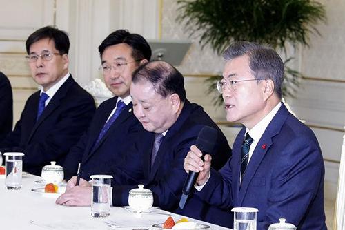 【慰安婦】ムン大統領、日本拠出「10億円」の残金について方針を示す!!!!!のサムネイル画像