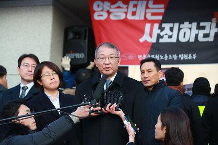 【緊急悲報】韓国、「徴用工判決先送り」した前最高裁長官の末路が・・・・・のサムネイル画像