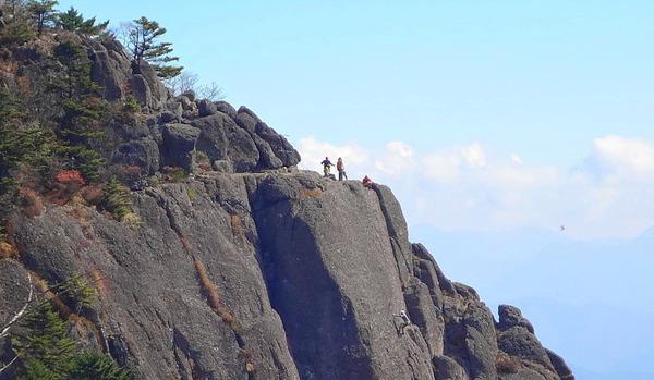 【衝撃】山梨の「三ツ峠」登山の高校生、友達に置いていかれてしまった結果・・・・・のサムネイル画像