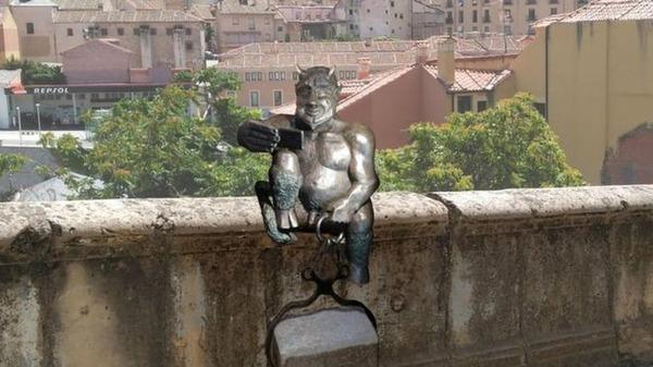 【スペイン】キリスト教徒「この悪魔像(※画像)が陽気すぎる!!!」→その結果wwwwwwwwwwwwwwwwwwwのサムネイル画像
