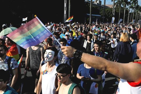 【LGBT】外資系財界「日本も同性婚を認めろ!メリットもあるぞ!!」のサムネイル画像