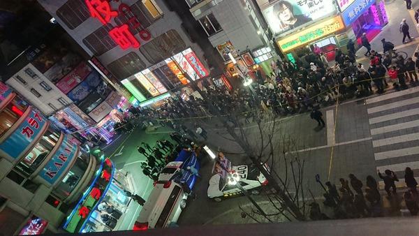 【速報】新宿歌舞伎町のカラオケ店で発砲事件!!!→ 負傷した男性が・・・・・のサムネイル画像