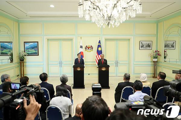 【外交の天災】ムン大統領、マレーシアでやらかすwwwwwwwwwwwwwwwwwwwwwのサムネイル画像