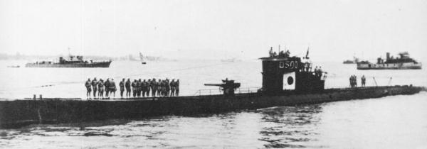 Japanese_submarine_RO-500_in_1943
