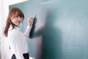 【衝撃】女性中学教諭、元教え子の男子高校生にとんでもないことを・・・のサムネイル画像