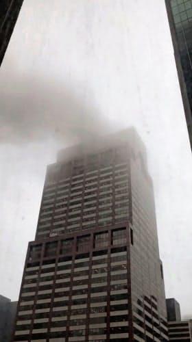 【速報】ヘリコプターがニューヨークの高層ビルに衝突!!!!!!!!のサムネイル画像