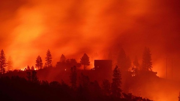【速報】カリフォルニアで「山火事」が発生!!!→ その規模がやばすぎる件・・・・・・のサムネイル画像