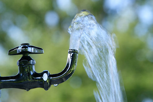 【採決強行】「水道法改正案」、衆院委で 可 決 !!!!!のサムネイル画像