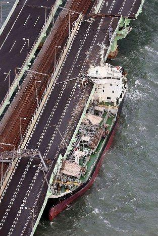 【愕然】関空衝突のタンカー、とんでもない位置に停泊していた!!!→ 船長の説明がwwwwwwwwwwwwwwwwwのサムネイル画像
