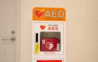 """【悲報】AED使用に対する「86%の女性」が """"これ"""" wwwwwwwwwwwwwwwwwwwのサムネイル画像"""