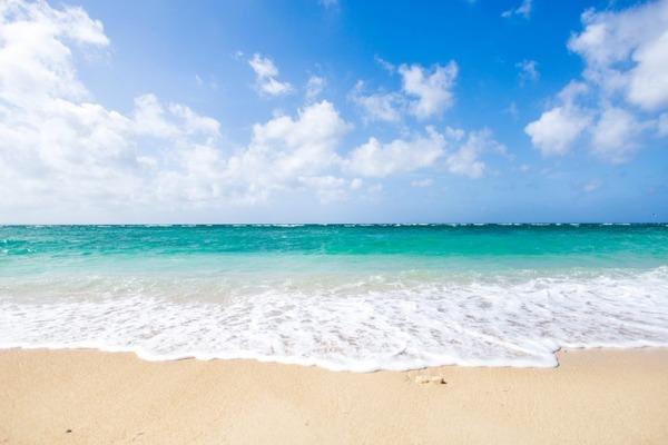 【悲報】砂浜を歩いていた女性の末路が・・・・・のサムネイル画像