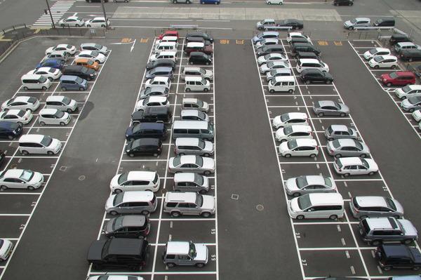 【神奈川】駐車場の車にヤバい液体がかけられる被害が相次ぐ!!!のサムネイル画像