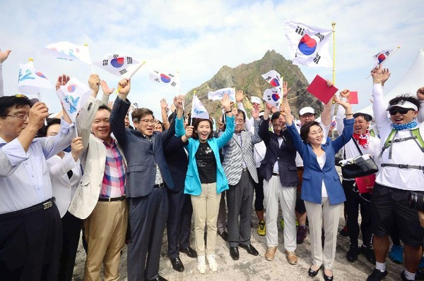 【速報】 国 会 議 員 、 竹 島 上 陸 !!!!! のサムネイル画像