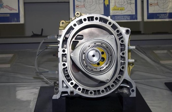 【衝撃】「ロータリーエンジンは効率が良いが、燃費が悪いのが弱点」→ つまりwwwwwwwwwwwwwwwwwwww