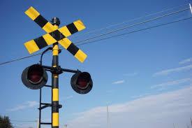 【驚愕】JR逗子駅にある、「9線を跨ぐ35m踏切」で死亡事故が発生!!!これは危ないわ・・・・・・・