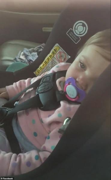 【動画】車の中に1歳児が閉じ込められる → 近くにいた受刑者がお得意の技術で救出へwwwwwwwwwwwwwwwwwww のサムネイル画像