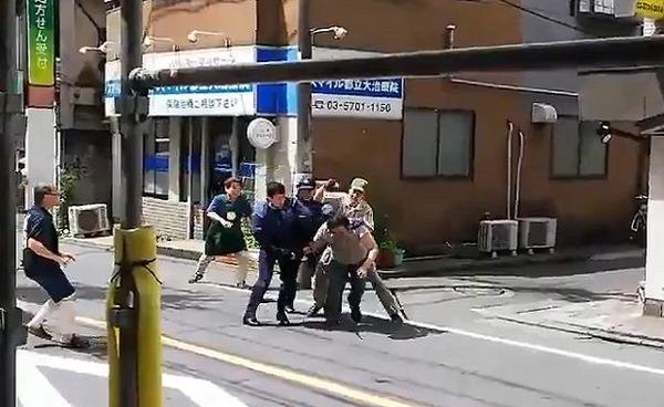 【速報】目黒区に突如現れた「刃物男」→ 逮捕の一部始終が明らかになる!!!!!!!!!!のサムネイル画像