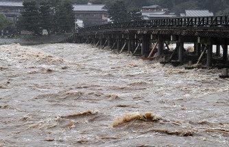 【驚愕】川に架かった「鉄橋」雨の影響で崩れる → 衝撃的な光景がこちら・・・・・のサムネイル画像