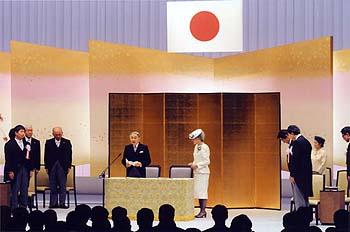 【速報】天皇在位30年式典、あの政党がボイコットへwwwwwwwwwwwwwwwwwwwのサムネイル画像