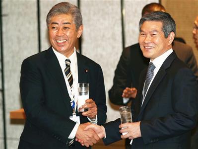 【悲報】岩屋防衛相が韓国国防相と笑顔で握手!!!→あのお方が ブ チ ギ レ wwwwwwwwwwwwのサムネイル画像