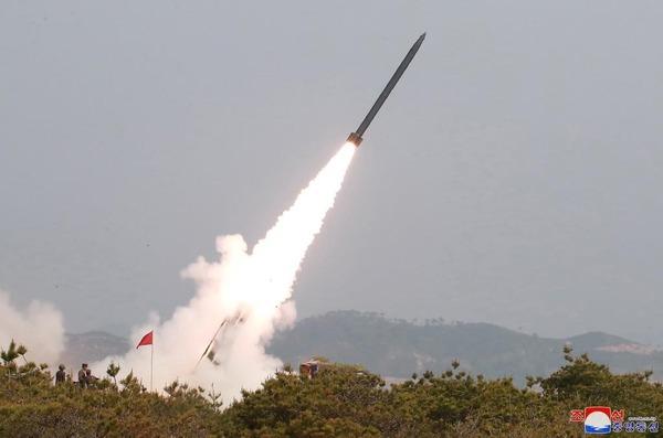【緊急速報】 北 朝 鮮、 脅 すのサムネイル画像