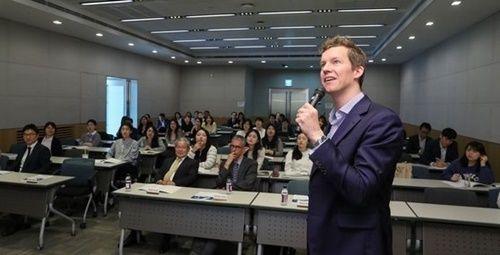 【速報】韓国政府「海外就職説明会」から日本を排除!!!!!のサムネイル画像