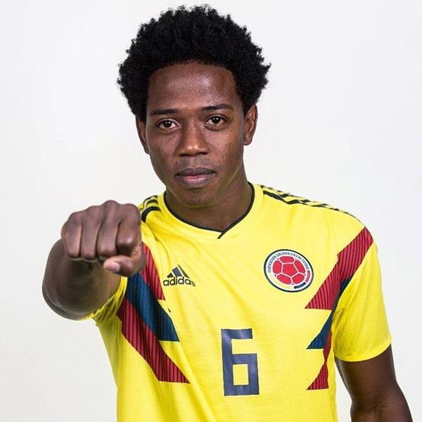 【画像】退場処分のコロンビア選手、ついに銃で脅迫される → 家族の命も危ない模様・・・のサムネイル画像