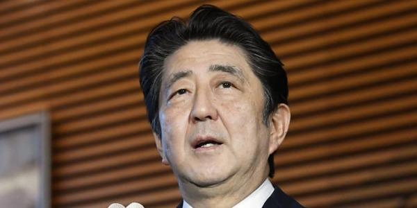 【速報】安倍首相、「今年の漢字」を選ぶwwwwwwwwwwwwwwwwwwwのサムネイル画像