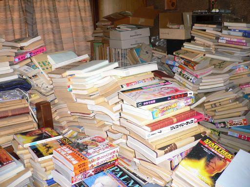 【大阪地震】大量の本を所有していた男性、とんでもないことに・・・のサムネイル画像