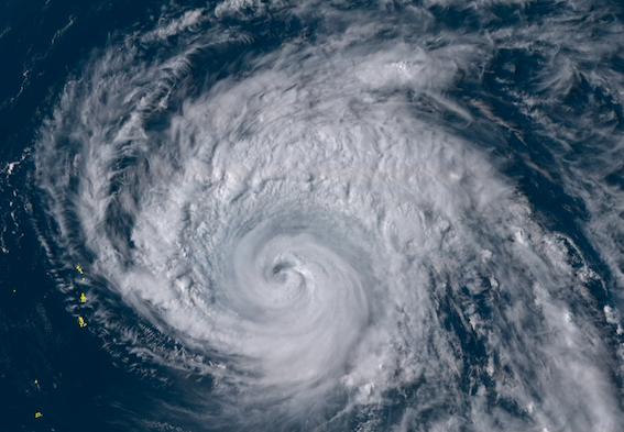 【速報】台風14号「日本はスルーしますね・・・」→ と見せかけ油断させておいてえっしゃおらあああああああ!!!!!!! のサムネイル画像