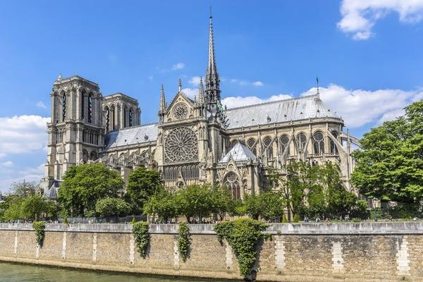 【動画】パリのノートルダム大聖堂で火災発生!!!!!これヤバいだろ・・・・・