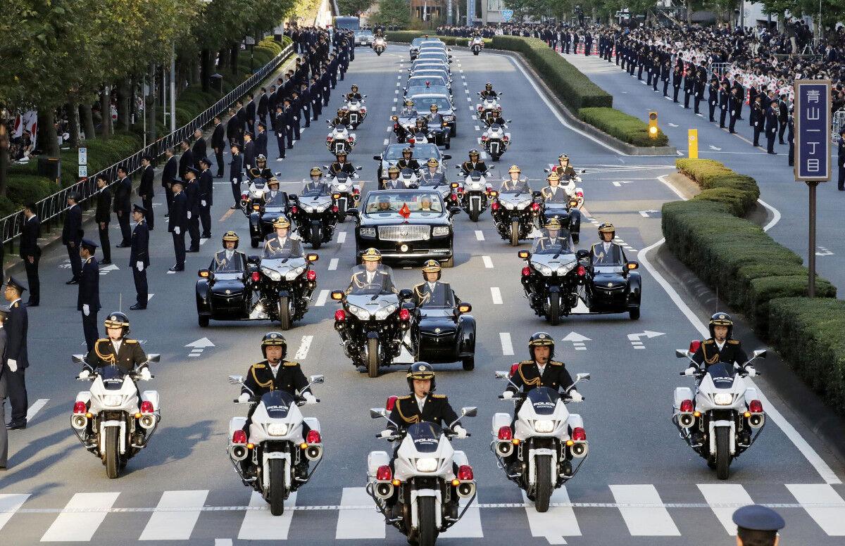 【画像】即位パレードのサイドカーが「カッコイイ」と話題にwwwwwのサムネイル画像