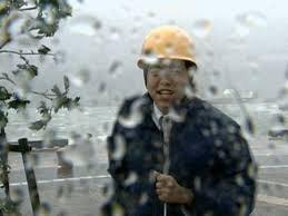 【悲報】台風中継、やっぱり「アイツ」が現れてしまうwwwwwwwwwwwwwwwwwwwwwのサムネイル画像