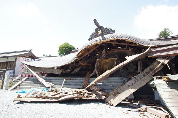 【緊急】言い伝え「鮎が豊漁だと地震がくる」→ 大量発生してしまうのサムネイル画像