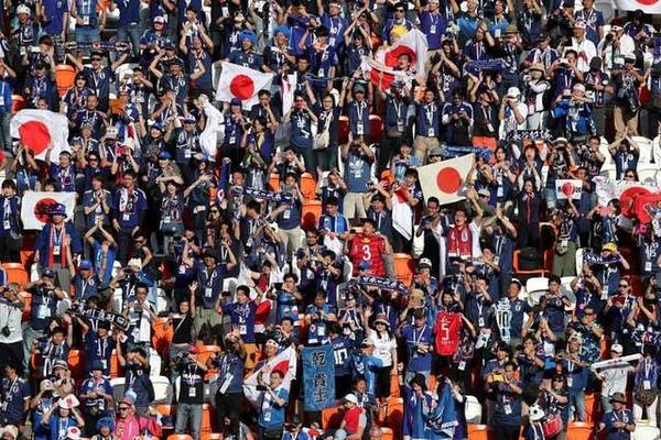 【W杯】日本代表サポーター、ついに世界中に影響を与えてしまうwwwwwwwwwwのサムネイル画像