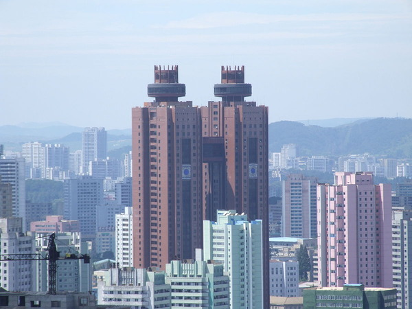 【ヒエッ…】北朝鮮のホテルで酔って暴れた慶応大生らの末路・・・・・・のサムネイル画像