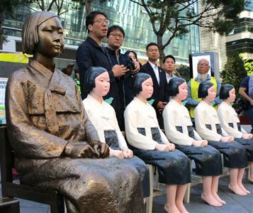 【速報】日本政府「元慰安婦たちが何か騒がしいようだが?」→韓国に ガ チ 伝 達 wwwwwwwwwwwwwww