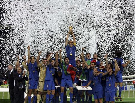 【驚愕】フランス人さん、W杯優勝に喜びすぎて死亡へ・・・・・のサムネイル画像