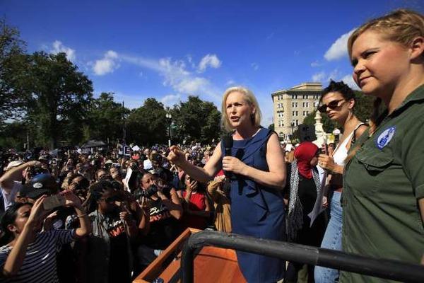 【速報】座り込みの「抗議」をしていた、米人気女優ら300人以上が逮捕されるwwwwwwwwwwwwwwwwwwwのサムネイル画像