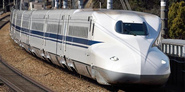 【続報】新幹線のぞみのボンネットが破損 → 赤いシミの他にとんでもないものが見つかる・・・のサムネイル画像