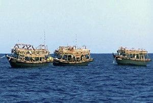 【悲報】水産庁船の前で密漁「日本のスルメイカ」獲り尽くされる!!!→ もちろんあの国wwwwwwwwwwwwwwwwwのサムネイル画像