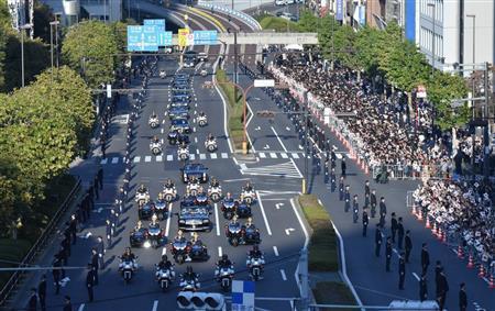 【即位】「祝賀パレード」沿道の参加者、こうなるwwwwwのサムネイル画像