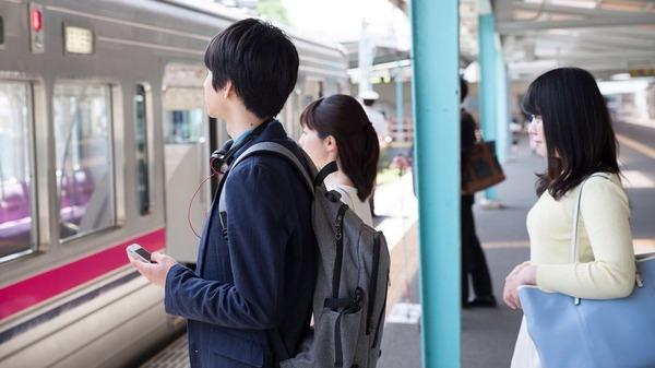 【調査】電車内「迷惑行為」、新たな1位がこちらwwwwwwwwwwwwwwwのサムネイル画像