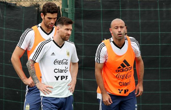 【サッカー】内紛アルゼンチン代表、メッシらがメンバーを決定へwwwwwwwwwwwwwwのサムネイル画像