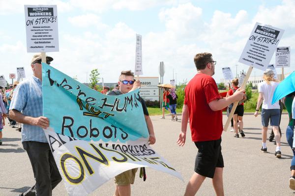 【衝撃】Amazon従業員、ストライキを起こす!!!!!!!!!のサムネイル画像