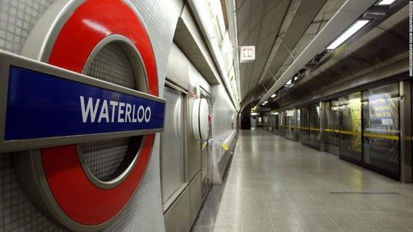 【愕然】男3人が地下鉄乗客の眼の前で性行為 → 撮影した結果wwwwwwwwwwwwww のサムネイル画像